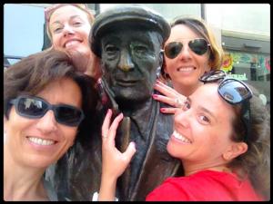 Agosto 2014, saltando addosso a Saba, con Grazia, Chiara e Francesca