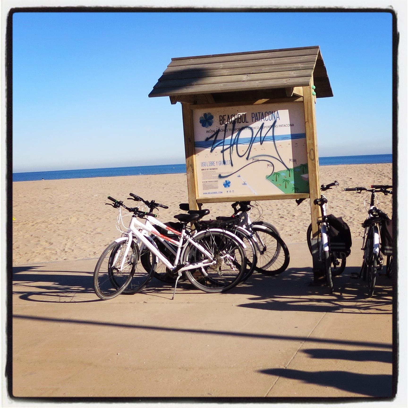 Pranzo in spiaggia, playa de Patacona. 21 gradi all'ombra.