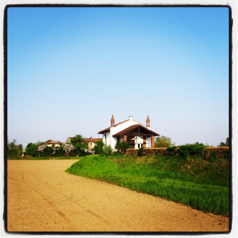 Una chiesetta in mezzo alle campagne e siamo a due passi da Milano