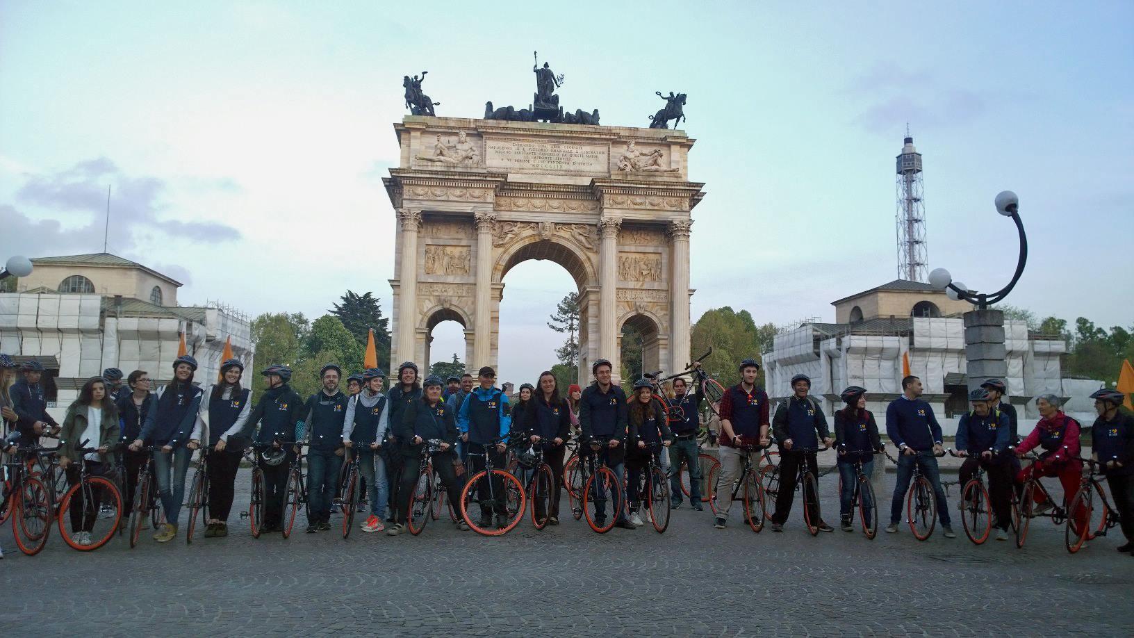 Il gruppo all'arrivo all'Arco della Pace